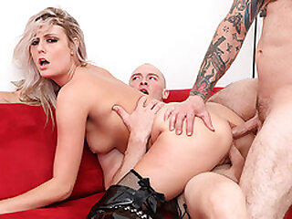 Blonde double penetrated by 2 strangers