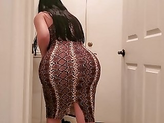 Curvy Scam Latina Fucks the brush Stepson Space fully she was doing Laundry